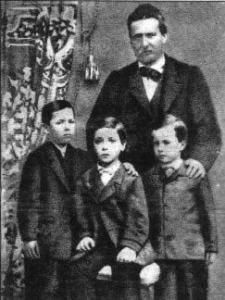 Ruggero Pascoli e tre dei dieci figli