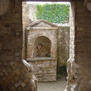 house_altar_herculaneum