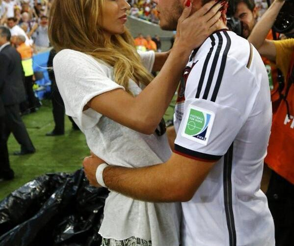 E bravo Mario! Dopo un gol così, mi sa che ti sei guadagnato il premio partita.