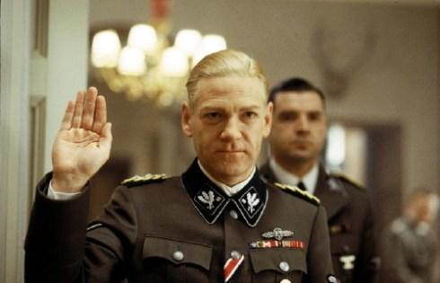"""Kenneth Branagh in una scena del film """"Conspiracy"""" sulla Conferenza di Wannsee"""