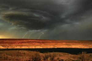 0628-USTORM-desert-storm_full_600