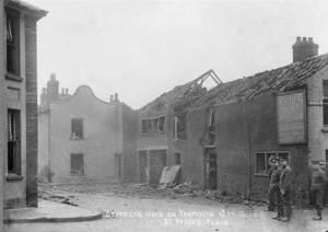 Il primo bombardamento della storia a Great Yarmouth, Inghilterra orientale.