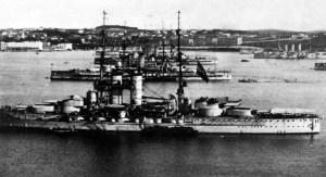 Una corazzata austroungarica nel porto di Pola, la principale base navale della Monarchia.