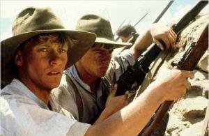 Gallipoli di Peter Weir. Gli australiani pronti all'attacco delle linee fortificate turche.
