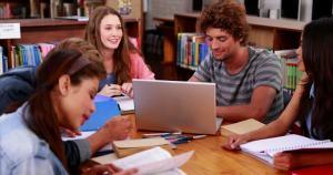 incarico-letteratura-libro-di-scuola-scaffale-per-i-libri