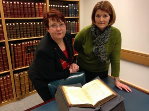 Christina Lee a sinistra e Andrea Clarke della British Library