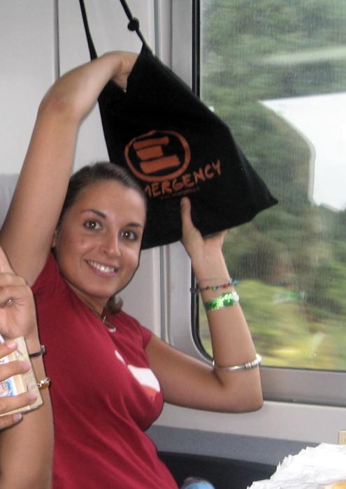 Valeria_Solesin-2006-in-viaggio-verso-Ovieto-per-Emergency-©-Luca-Ferrari