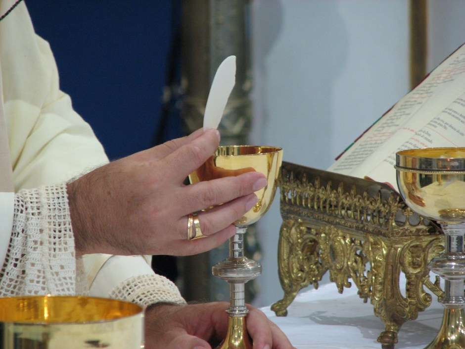 eucaristia_papa_parrochia_san_nicola_da_bari_mentana_roma_diocesi_sabina_poggio_mirteto[1]