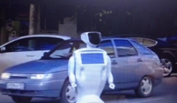 Prombot, il piccolo robot in fuga