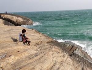 Pedra do Arpoador, trai suoi nascondini, le melodie artificiali e naturali e quel posto perfetto in cui fermarsi un po'