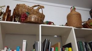 Immagini della biblioteca nella sede della SIC - Società Italiana di Castello,ES, Brasile