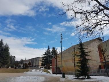 Auditorium del Parco. Sullo sfondo il Forte Spagnolo, simbolo di un'esistenza che mai cesserà. L'Aquila.  Gennaio 2017. Foto: Costanza