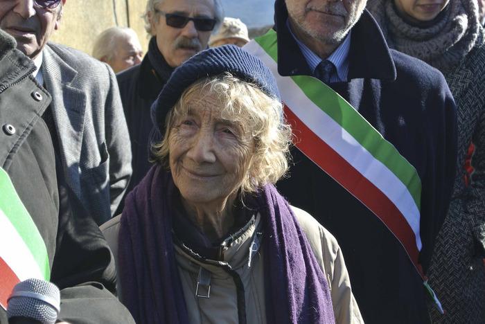 """Lorenza Mazzetti, nipote di Robert Einstein, superstite della strage ed autrice del libro """"Il cielo cade"""" che ne narra il contesto con gli occhi di una bambina"""
