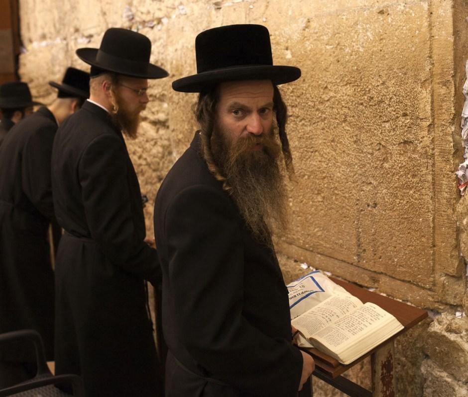 Ebrei ortodossi con barba e payot