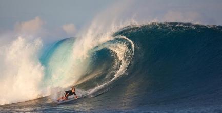 ancheil mitico Robby Naish ha aggiunto la pagaia al suo surf