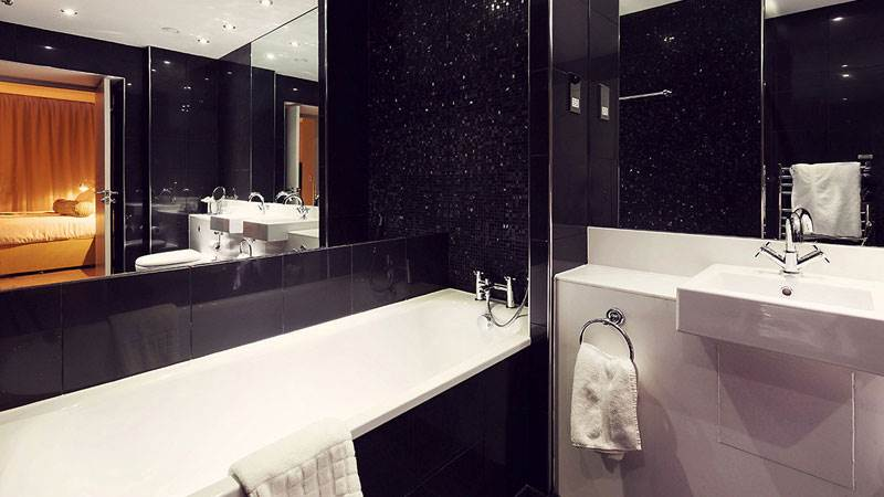 Townhouse Hotel Bathroom