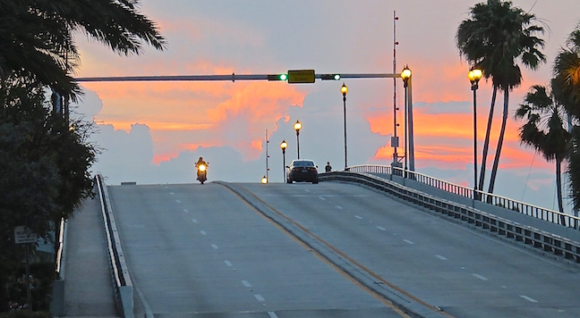 A cool sunset on the Las Olas Bridge helped set the tone for the show. It was another relaxing evening on the strand in south Florida.