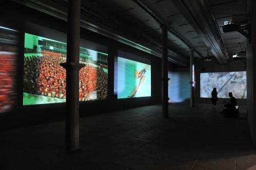 Caroles-Schneemann.-Precarious-2004.-Cortesía-de-la-artista-y-Electronic-Art-Intermix-E.A.I.-New-York-499x332