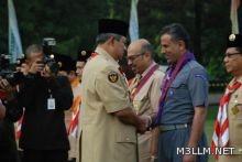 رئيس إندونيسيا يقلد السعودي عبدا لله الفهد اعلى الاوسمة الكشفية