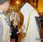 طفلة تستوقف موكب وزير التربية للسلام عليه