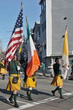 Porte-drapeaux américains et irlandais