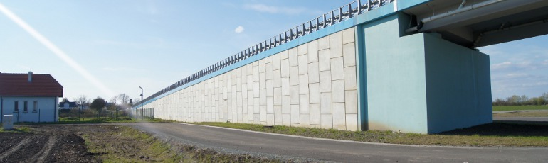 Vertical walls with concrete facing panels Maccaferri USA