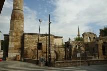Antalya: Das Kesik Minarett und die Reste einer Moschee welche bei einem Großbrand zerstört wurde