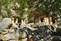 Pinara: Die Fels-Grüfte versteckt in den Bergen waren beeindruckend