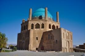 West-Iran: Die Kuppel einer Grabkammer in Soltanieh ist der größte freitragende der Welt