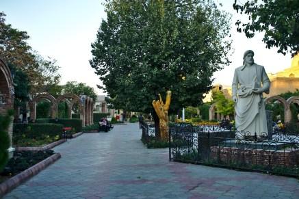 Tabriz: Wie in jeder islamischen Stadt findet man zahlreiche schöne Parkanlagen