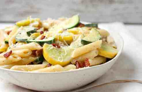 Summer Vegetable Carbonara: The perfect use for all that fresh summer squash and zucchini! This quick pasta dish is packed with sauteed veggies and tossed in a traditional carbonara sauce. It's so easy to make and done in about 30 minutes! Gotta love it! | macheesmo.com