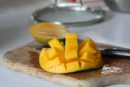 cutting mango