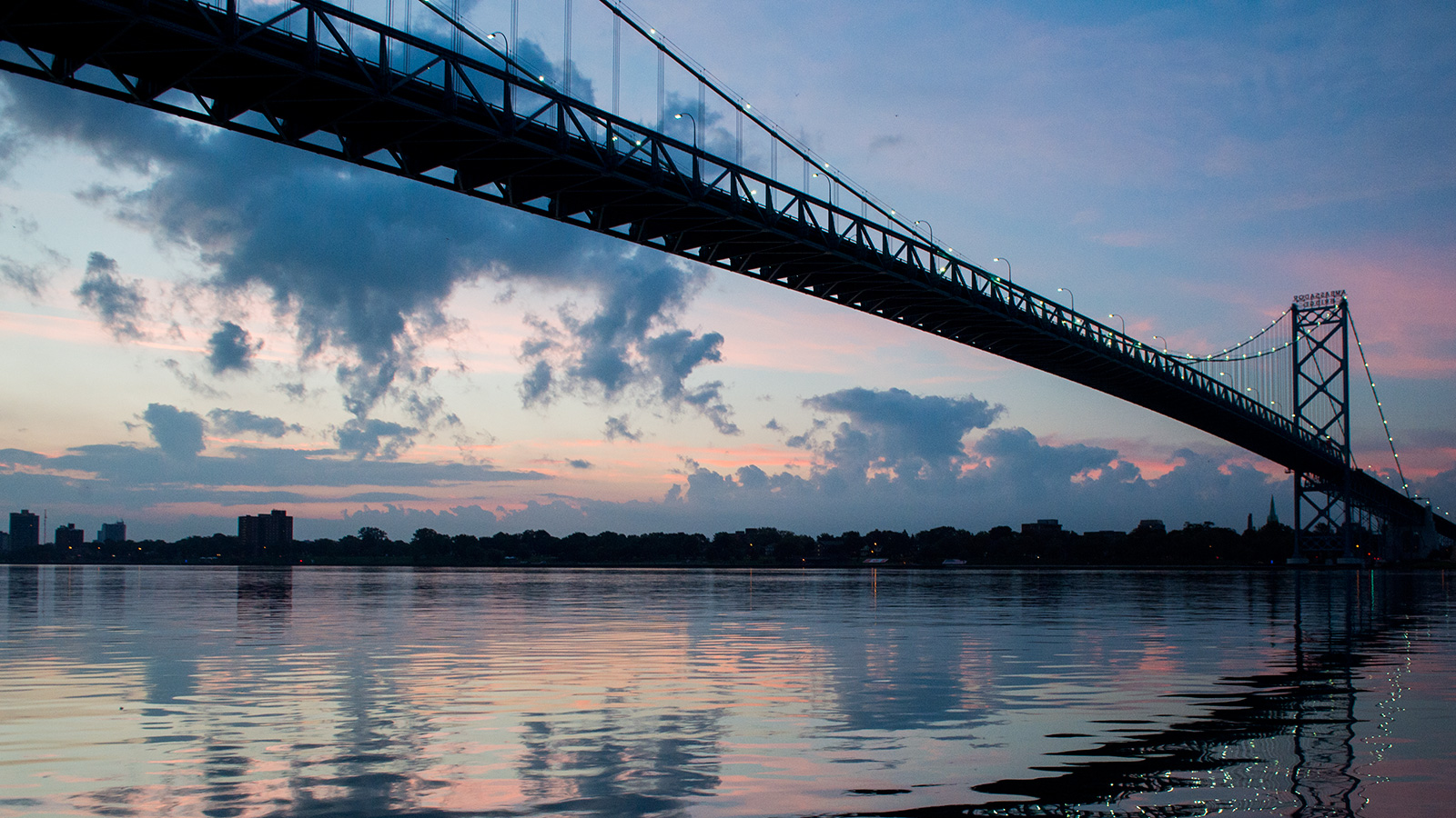 Niagara Falls Moving Wallpaper Built In 1929 The Ambassador Bridge That Joins Detroit