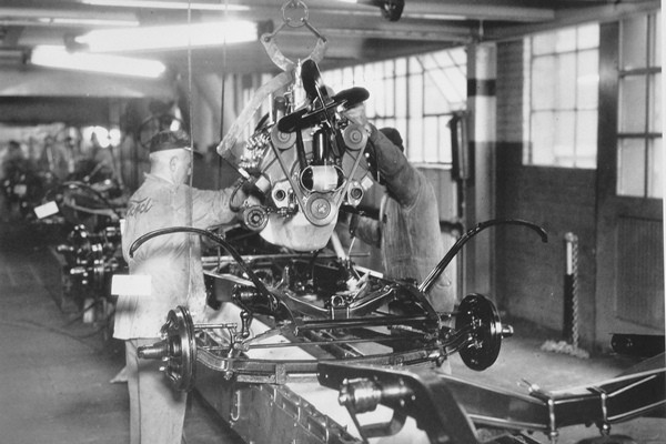 1932 Ford assembly line engine drop