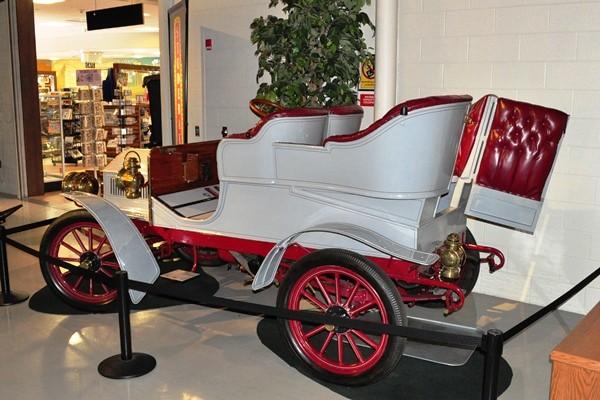 1904 Studebaker Model C Rear-Entrance Tonneau