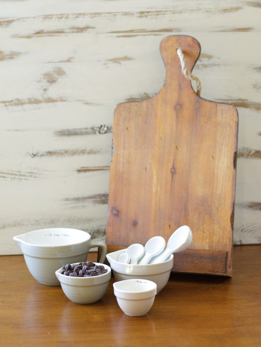 Gin Creek Kitchen Baking Giveaway! Win a tablet holder, measuring cups and spoons!