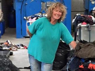 Alison Terry-Evans bei ihrer Arbeit auf Lesbos | Alison Terry-Evans at work on Lesvos