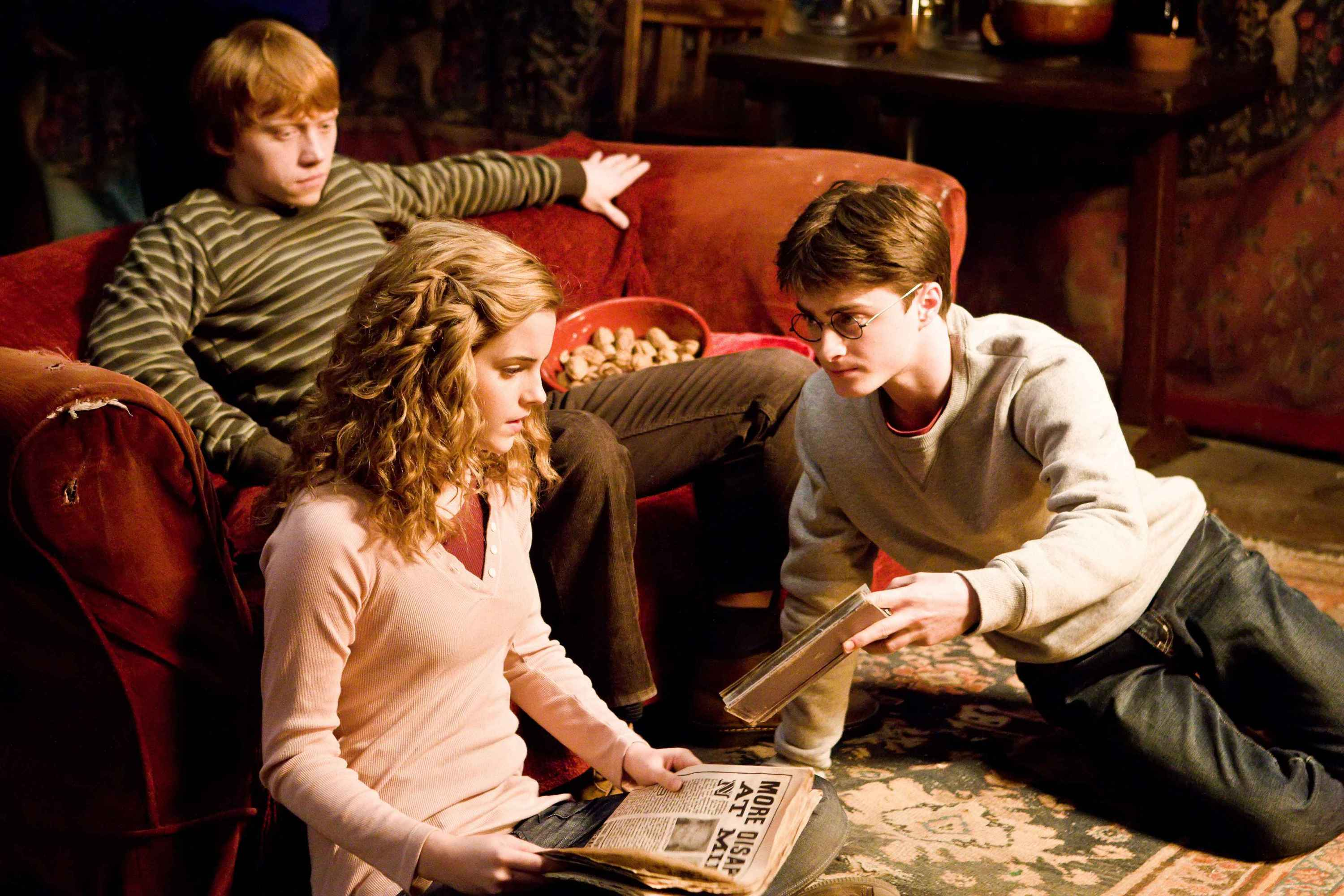 """(L-r) EMMA WATSON as Hermione Granger, DANIEL RADCLIFFE as Harry Potter and RUPERT GRINT as Ron Weasley in Warner Bros. Pictures' fantasy """"Harry Potter and The Half-Blood Prince."""" PHOTOGRAPHS TO BE USED SOLELY FOR ADVERTISING, PROMOTION, PUBLICITY OR REVIEWS OF THIS SPECIFIC MOTION PICTURE AND TO REMAIN THE PROPERTY OF THE STUDIO. NOT FOR SALE OR REDISTRIBUTION."""
