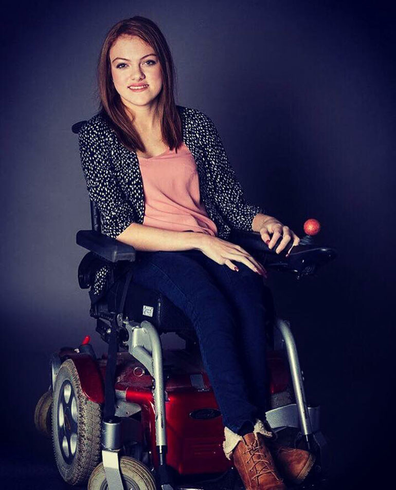 Determined disabled teen\u0027s online mission to find a job