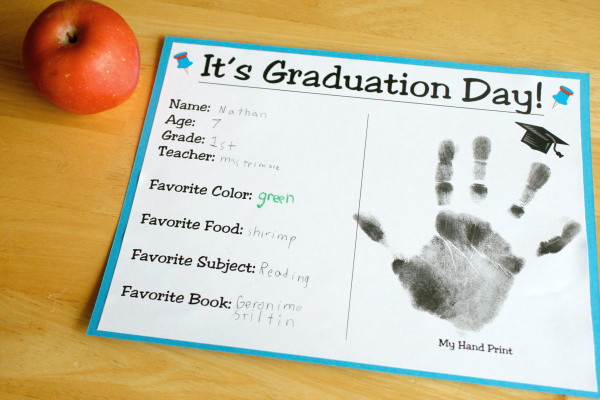 Two Ways to Celebrate Graduation Day Make and Takes
