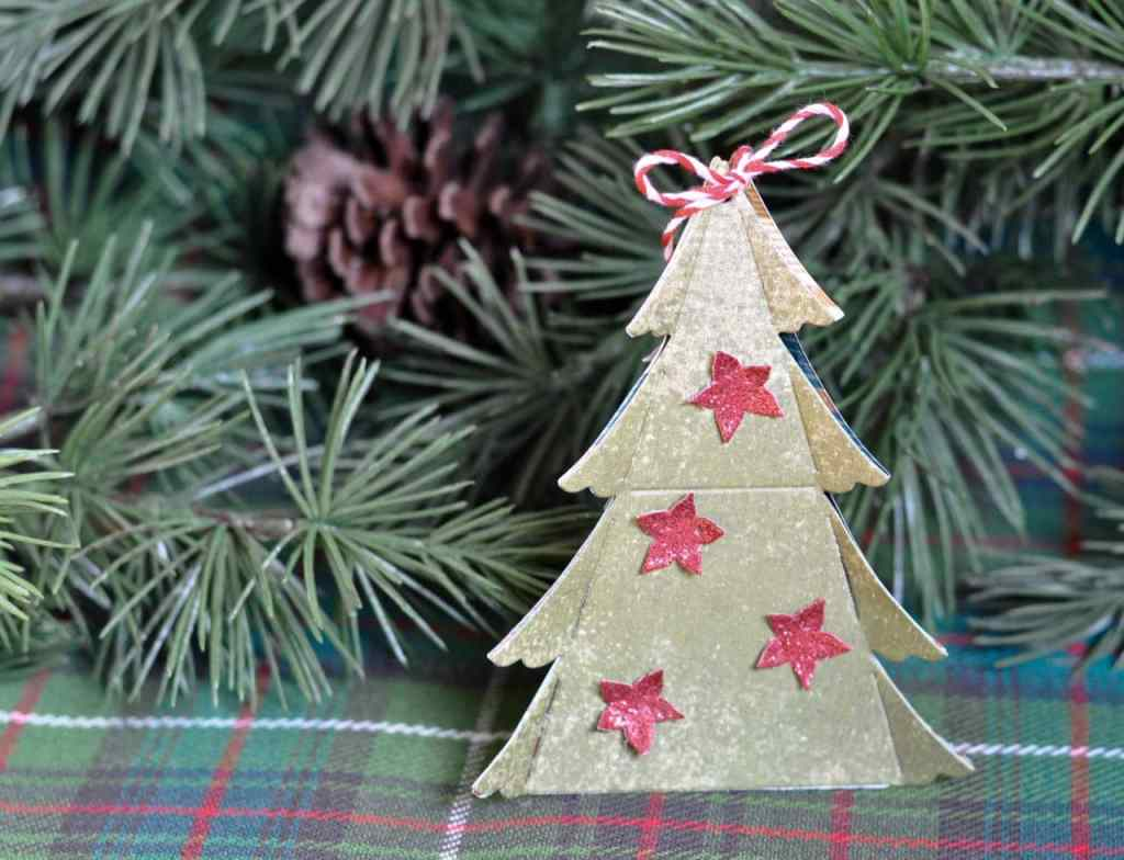 Christmas tree ornament with Sizzix