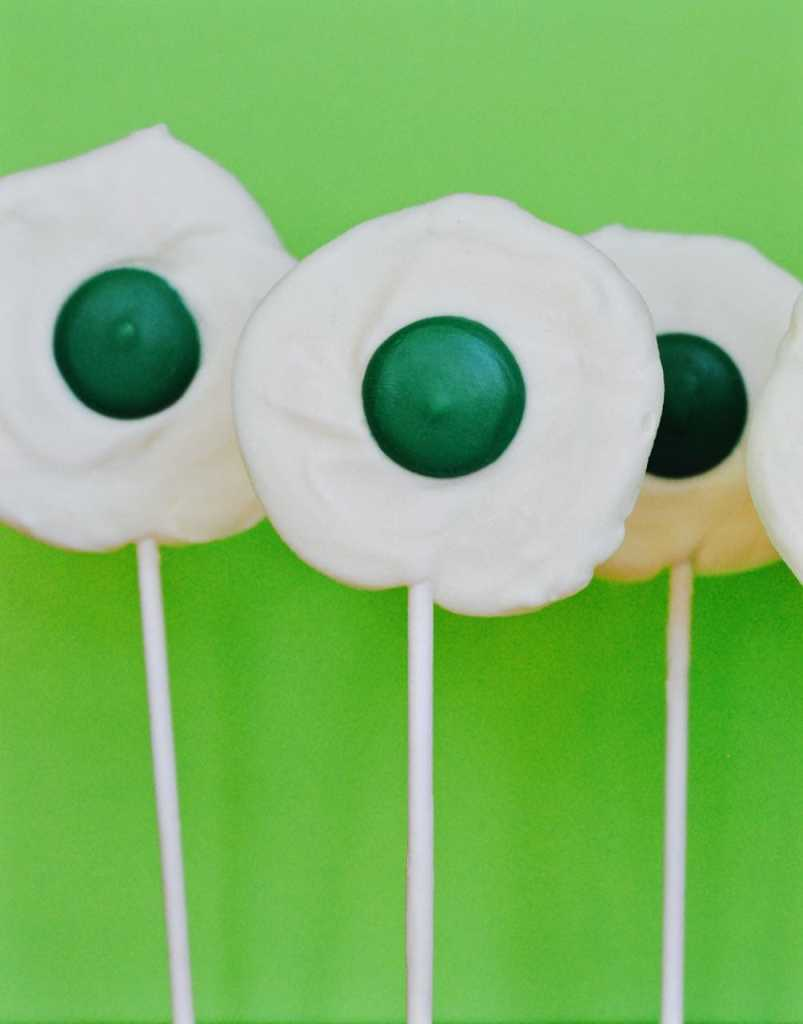 Green eggs and ham chocolate lollipops, the perfect treat for Dr. Seuss' birthday!