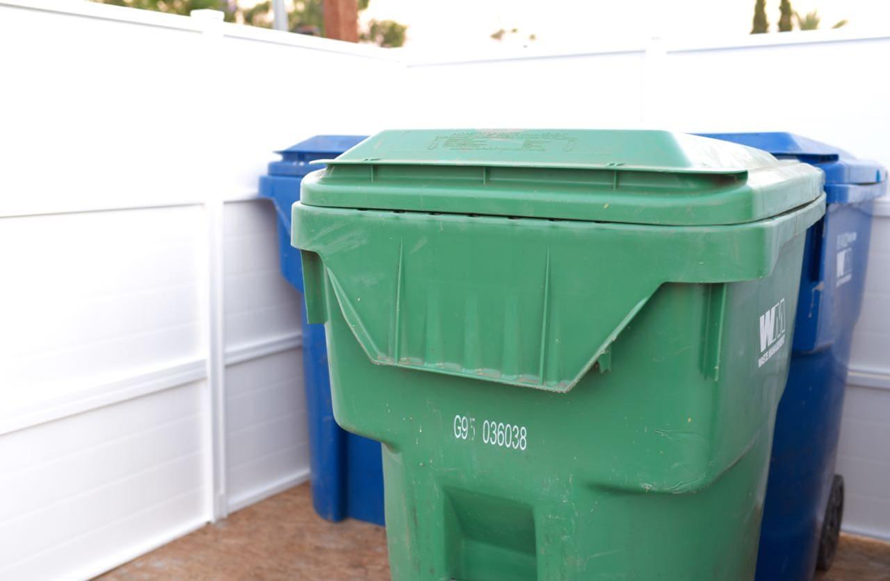 Trash can enclosure DIY