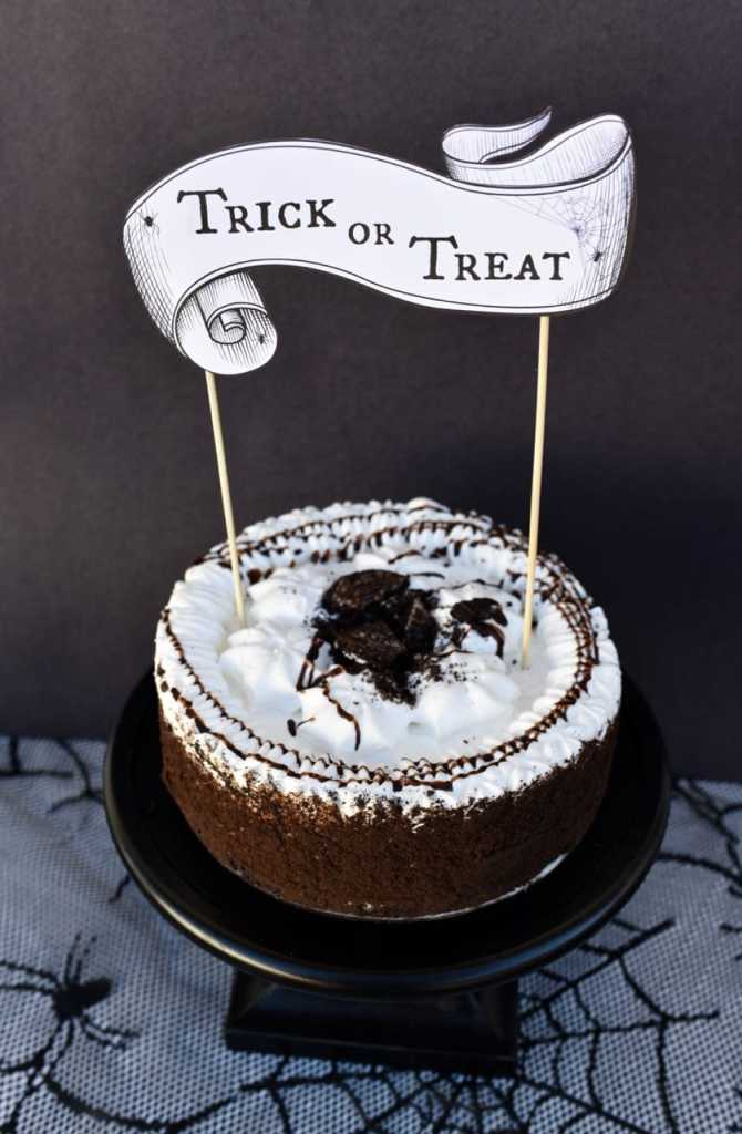 Free printable Halloween cake topper.  Just print, tape to skewer sticks, and stick in cake!