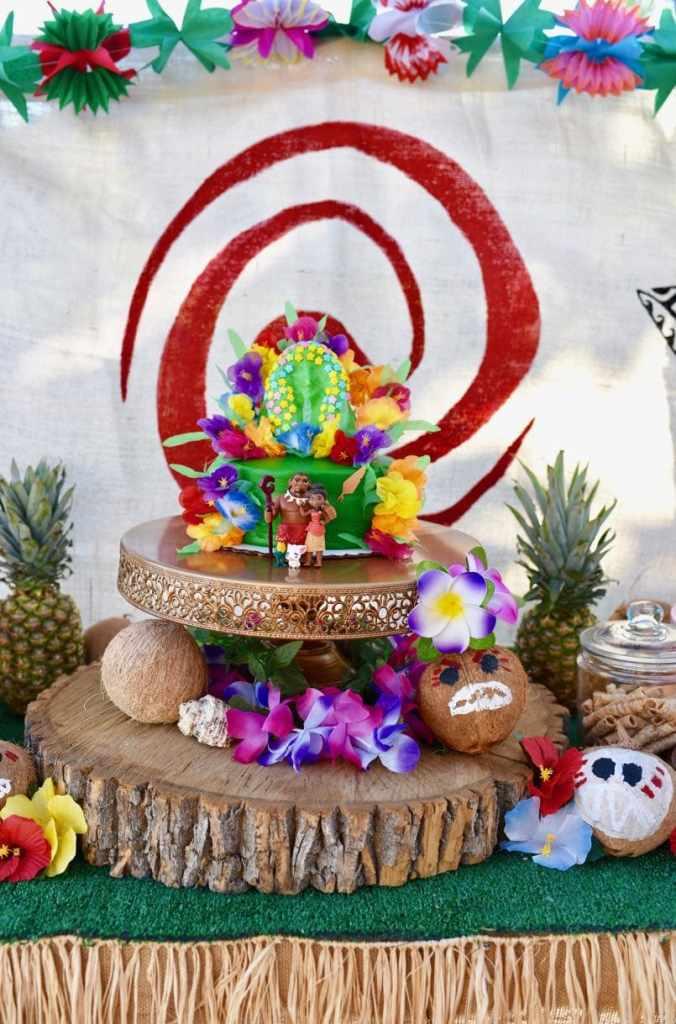Easy Moana cake to make for a Moana birthday party