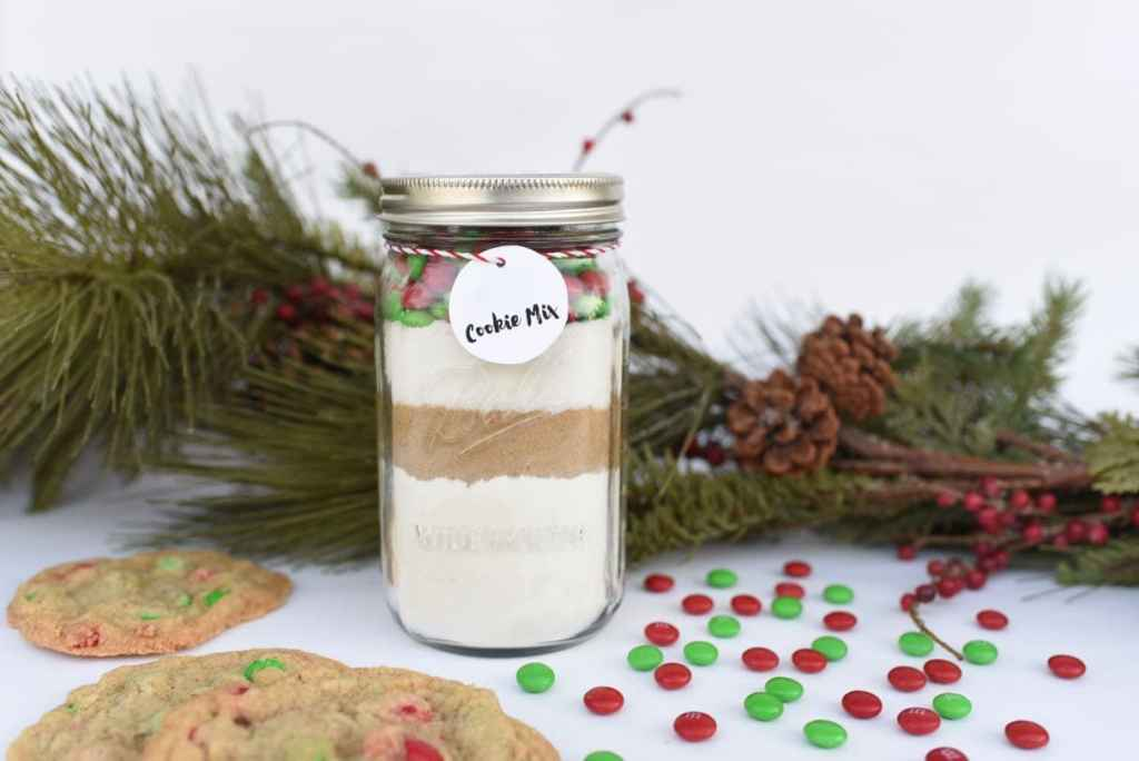 Cookie mix in a jar gift that makes the perfect Christmas present!