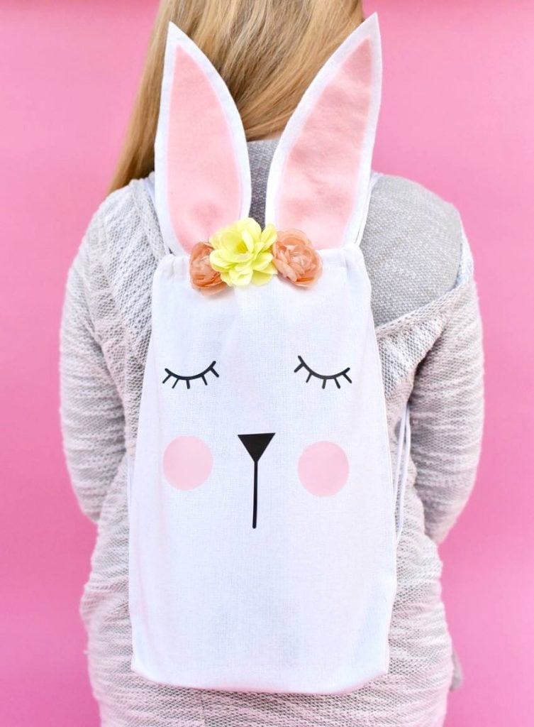 Easter bunny bag tutorial, perfect for your Easter egg hunt or Easter party! Free cut file for a Cricut machine.