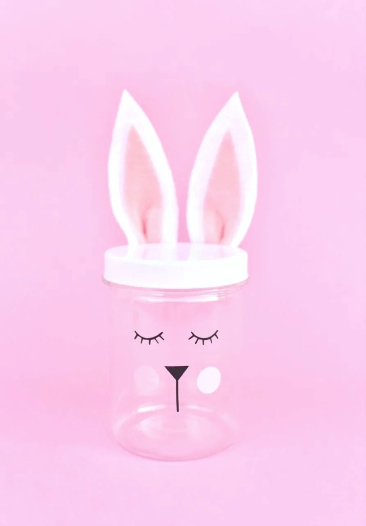Easter bunny jars with Cricut and vinyl. Get the free cut file + simple tutorial!