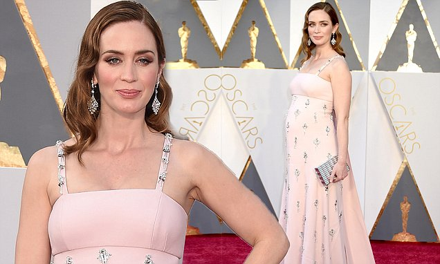Emily Blunt pregnant oscars 2016 blush Prada dress