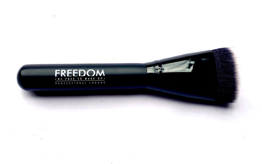 Freedom Pro Strobe Highlight and Contour Palette With Brush Review Swatches brush